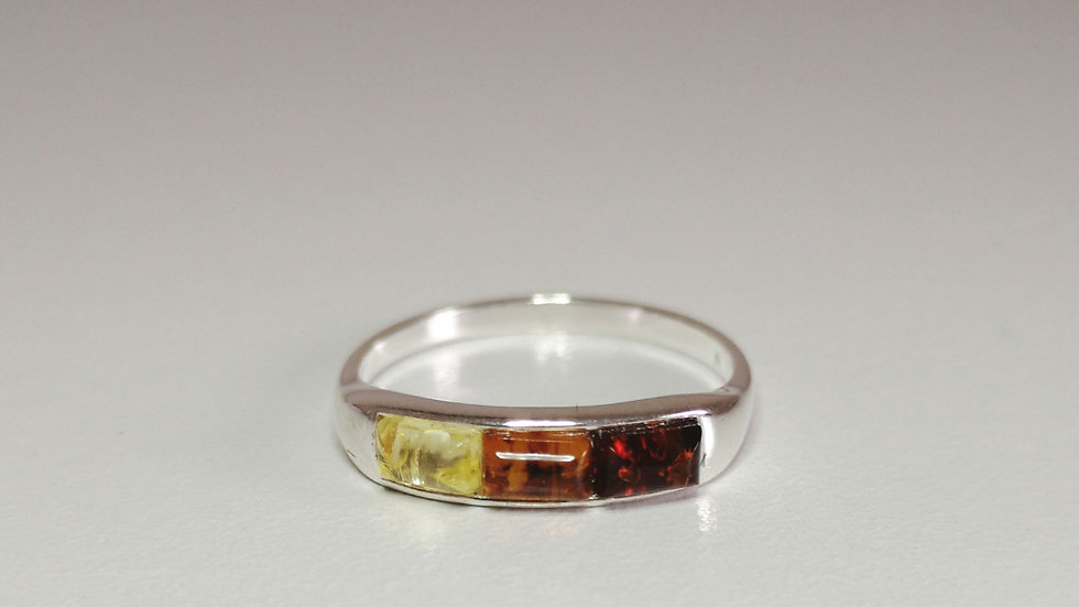 Tri coloured amber ring A171