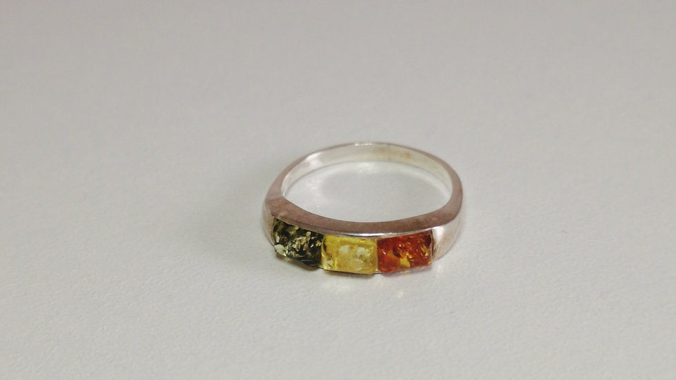 Tri coloured amber ring A173
