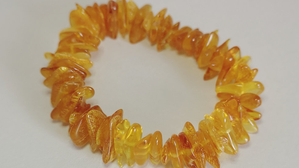 Adults chunky amber elasticated bracelet A190