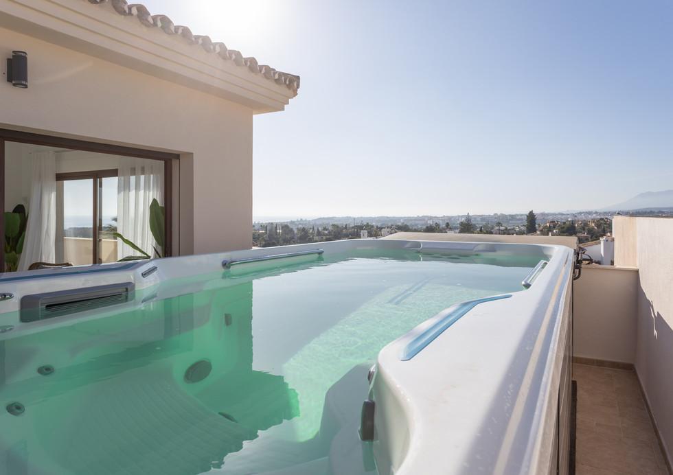 MDB- Luxury 3 bedroom penthouse with pool