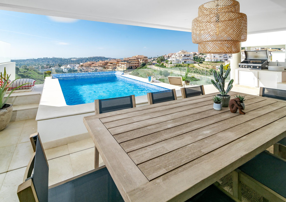 LMR- Luxury apartment, private pool, stunning view