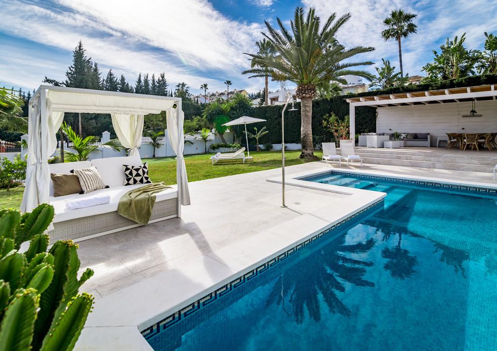 VM - Modern 4 Bedroom Villa with Pool and Sauna