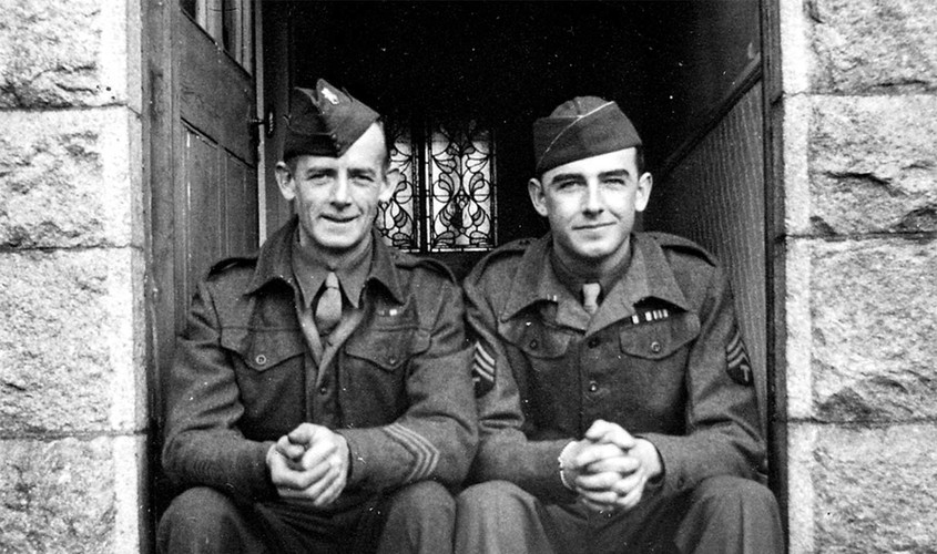 Two US Army GIs in Tavistock during the Second World War