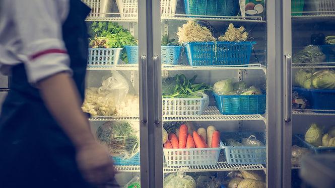 shutterstock_1013298139 chef refrigerato