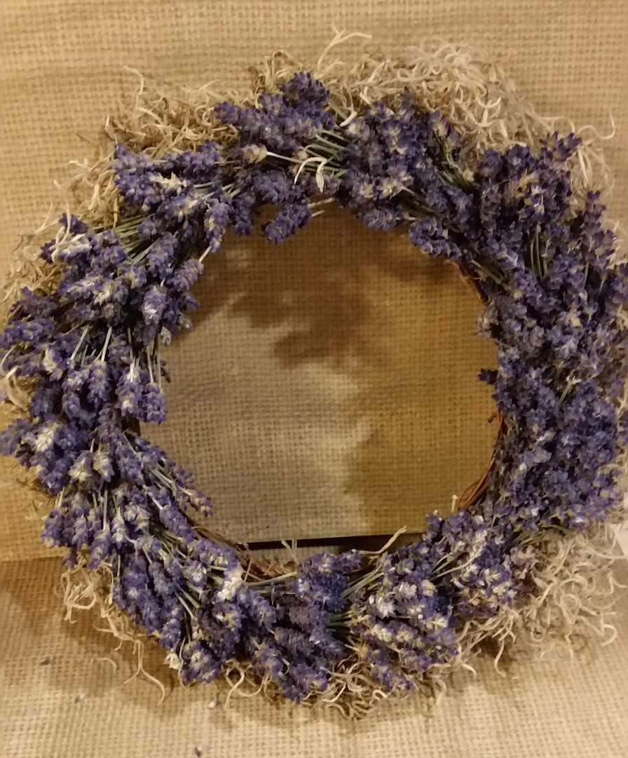 Lavender wreath completed with added dried moss on the rim.