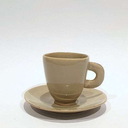 Filiżanka do espresso, kawa z mlekiem