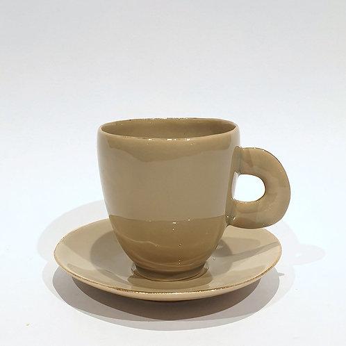 Duża filiżanka, kawa z mlekiem