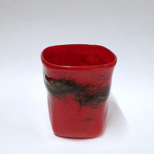 Szklanka czerwona zdobiona