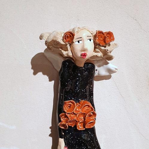Aniołek wiszący z kwiatami