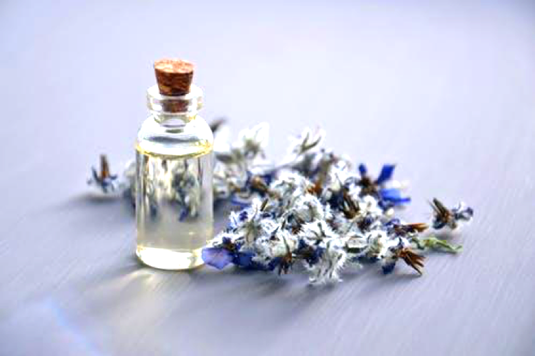 5 Essential oils everyone should have at home