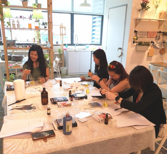 Therapeutic aromatherapy class at Sugar & Spice 2019-04-14