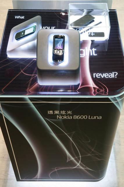 Nokia8600HK2.jpg