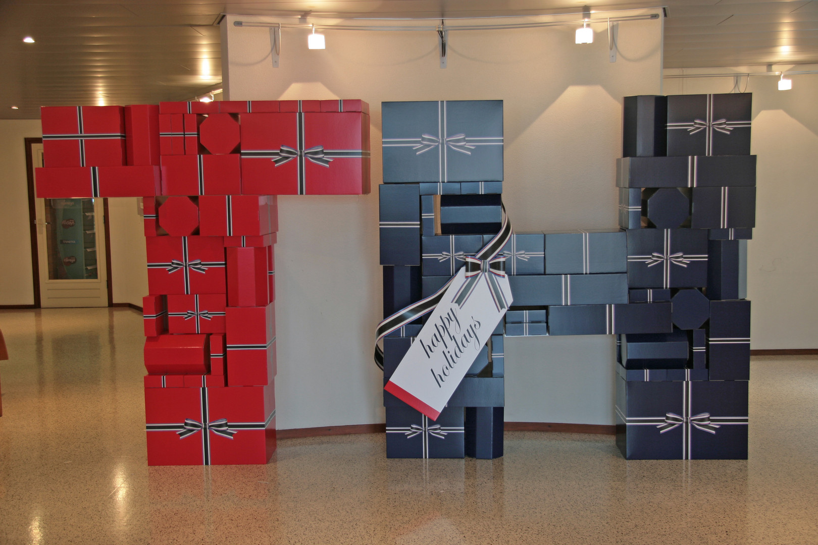carton+gift+piles+tommy.jpg