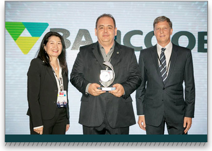Crescimento e oferta de produtos a cooperativas de crédito fazem Bancoob ser eleito 'Banco do Ano'