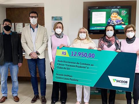 Sicoob UniMais realiza doação de Dia dos Pais para a Rede Rioclarense de Combate ao Câncer
