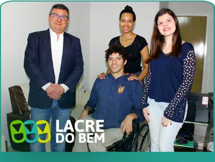 Lacre do Bem: Sicoob UniMais Mantiqueira faz entrega da 1ª cadeira de rodas