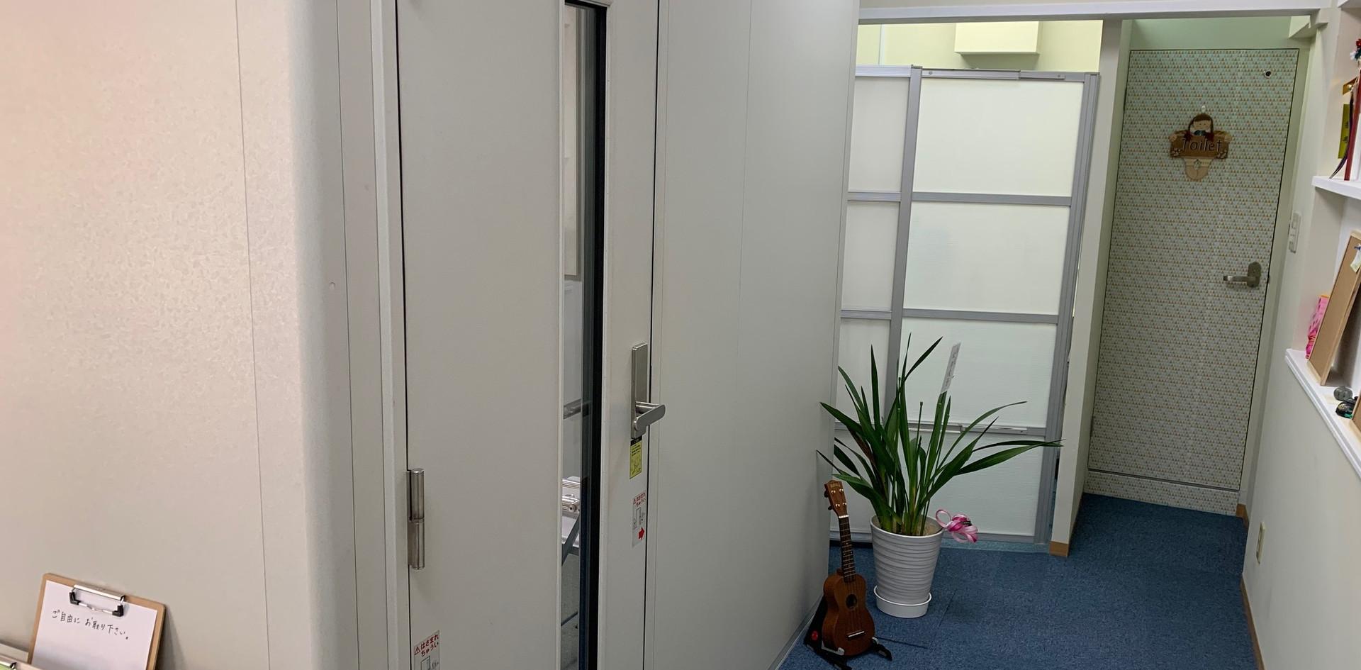 レッスン室扉