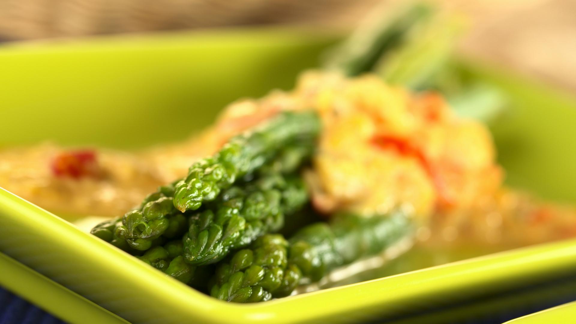 Salade d'asperge sur lit de cresson