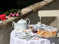 pivoine-petit-dejeuner-saint-symphorien-