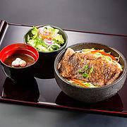 S_和牛ステーキ丼.jpg