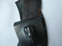 Headstone brooch