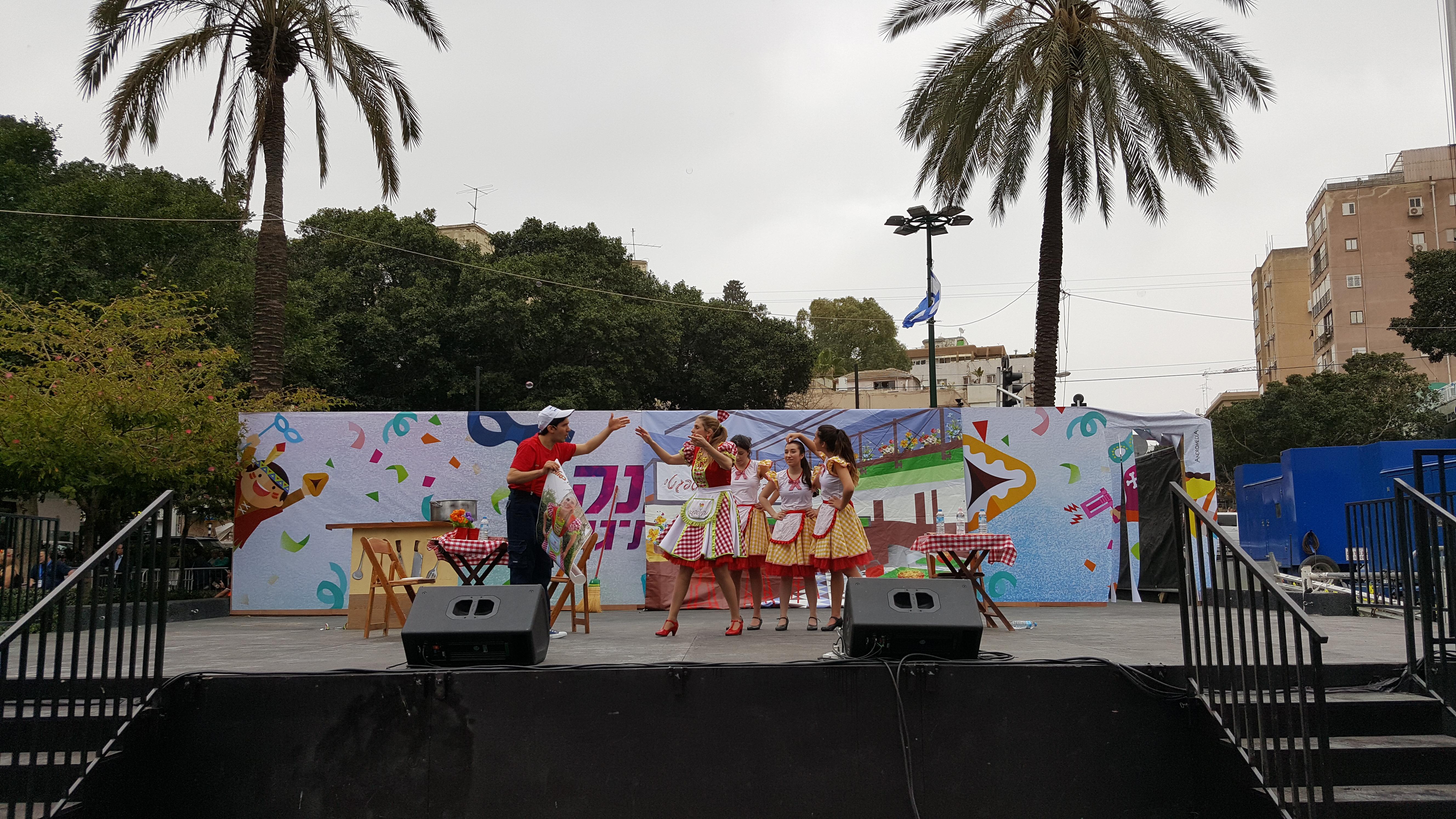 עדלאידע בכיכר אורדע רמת גן במה מרכז