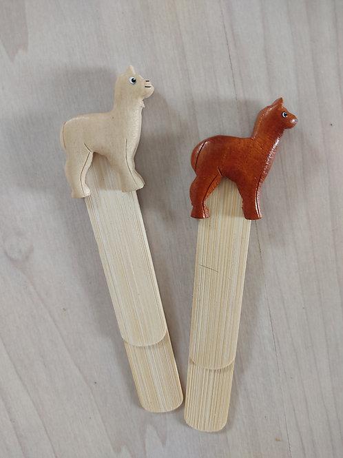 Alpaka-Lesezeichen aus Holz