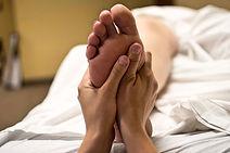 Pied massage réflexologie plantaire