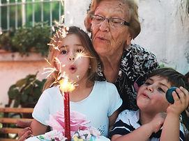 grand mère et enfant