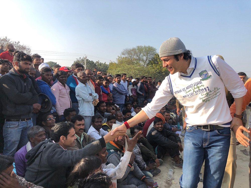 "International brand ambassador of Sanskrit ""Megastar Aazaad"" gets public honour in Kashi"