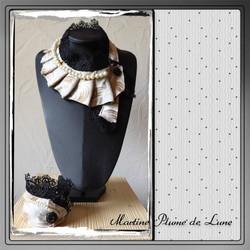cravate beige et perles