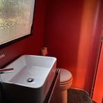 Arrianne bathroom