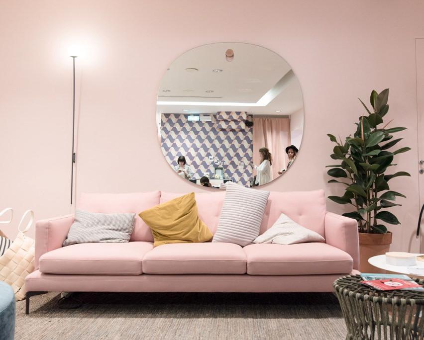 תמונות מהתערוכה במילאנו שמראות את הצבעים שילוו אותנו ב 2018