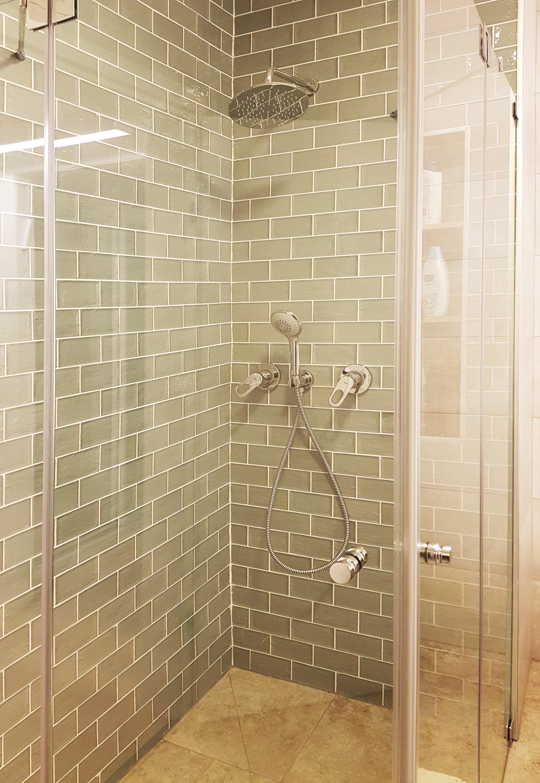 עיצוב מקלחון גדול ומרווח