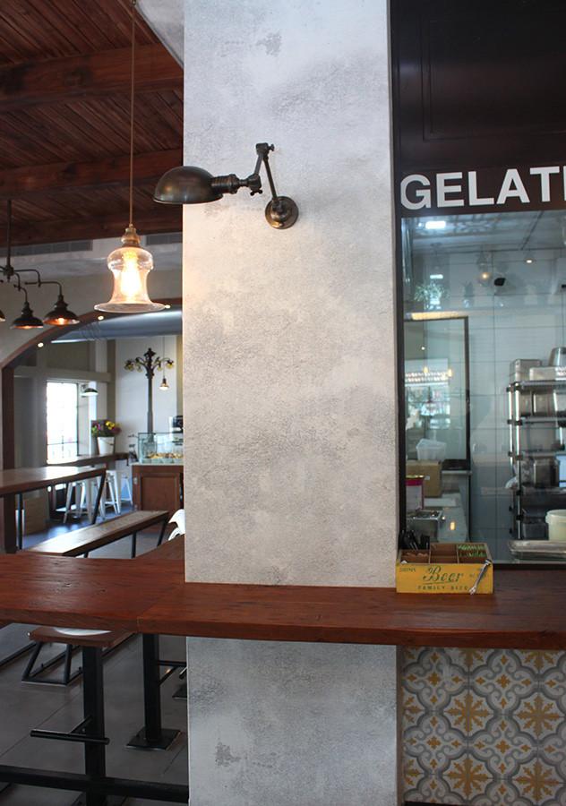 מנורה תעשייתית - גלידריית אלדו
