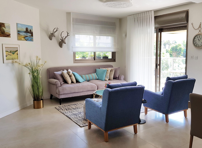 הסלון בדירה בראשלצ