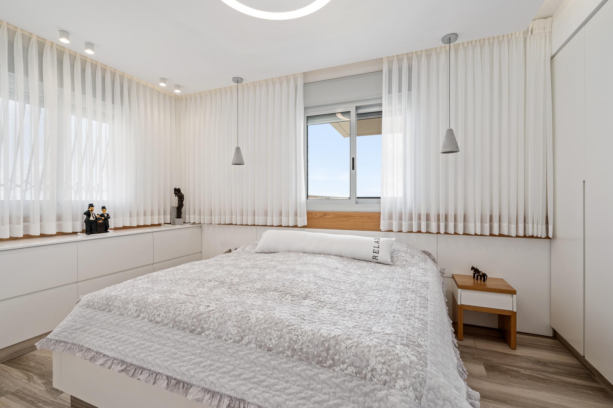 תאורה סמויה וגלויה בחדר השינה