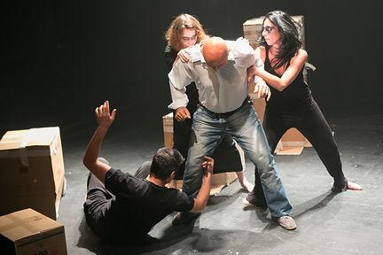 קבוצת תיאטרון אשר משלבת כלים מעולם התיאטרון, הדרמה והרטוריקה. הקבוצה תבחן יחד תכנים העולים מעולמם הפנימי של המשתתפים, ואלו יועבדו לכדי יצירה שתוצג בסוף התהליך הקבוצתי. התוצר הסופי של הקבוצה ייקבע יחד עם המשתתפים ויבטא את חוויותיהם באמצעות העלאת מופע סיום או צילום סרט קולנועי.