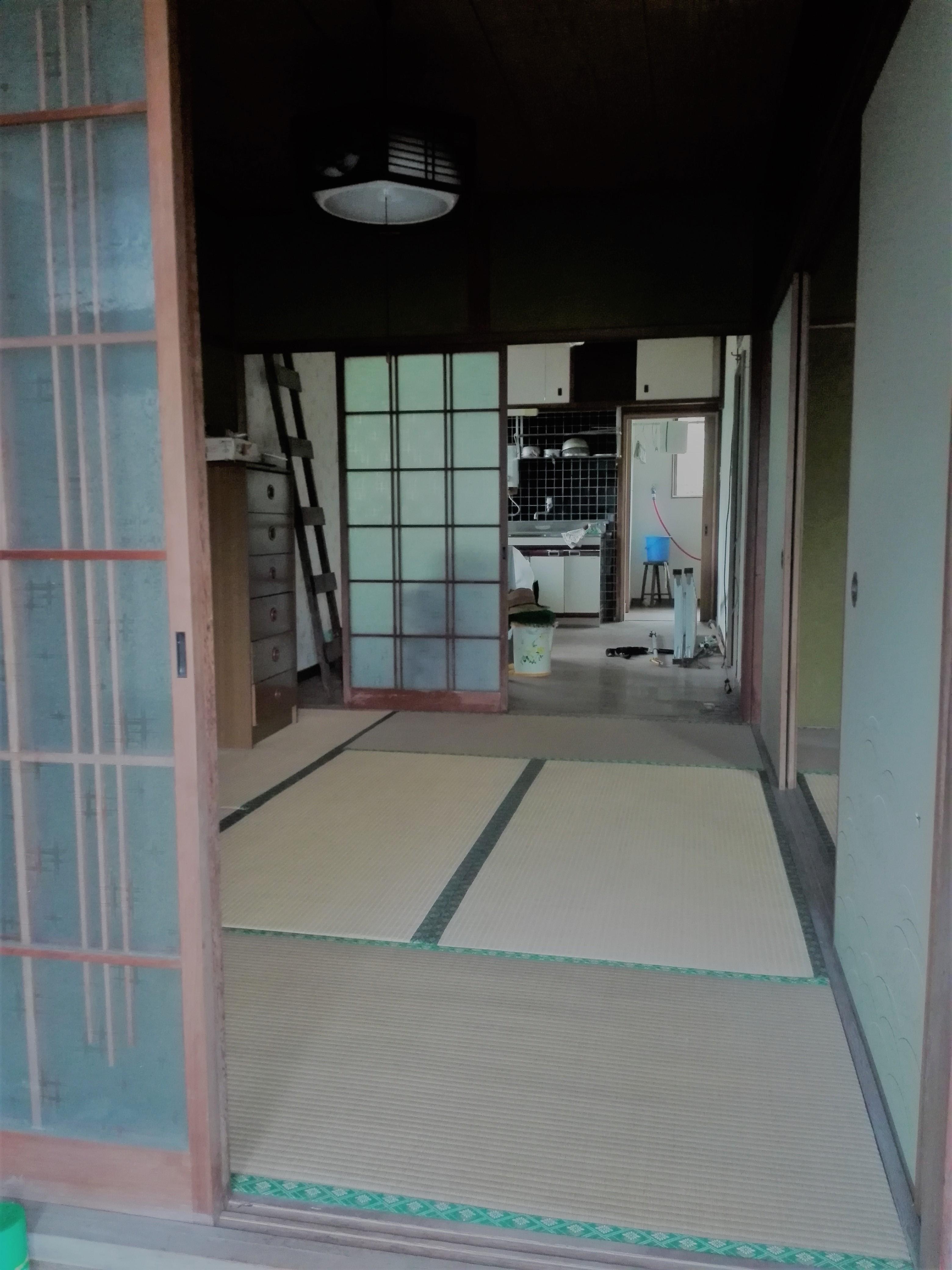 玄関前和室