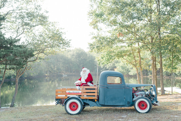 Santa session with a vintage truck