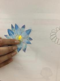 LED-on-flower-2.JPG