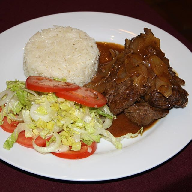 Steak encebollado now here at La Fogata Bar and restaurant after work perfect dinner come and try ou