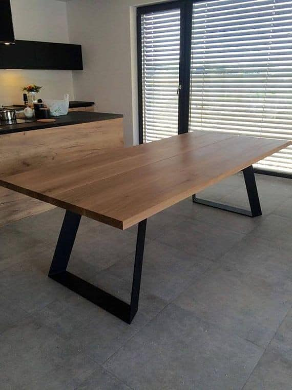 Table with oak plot