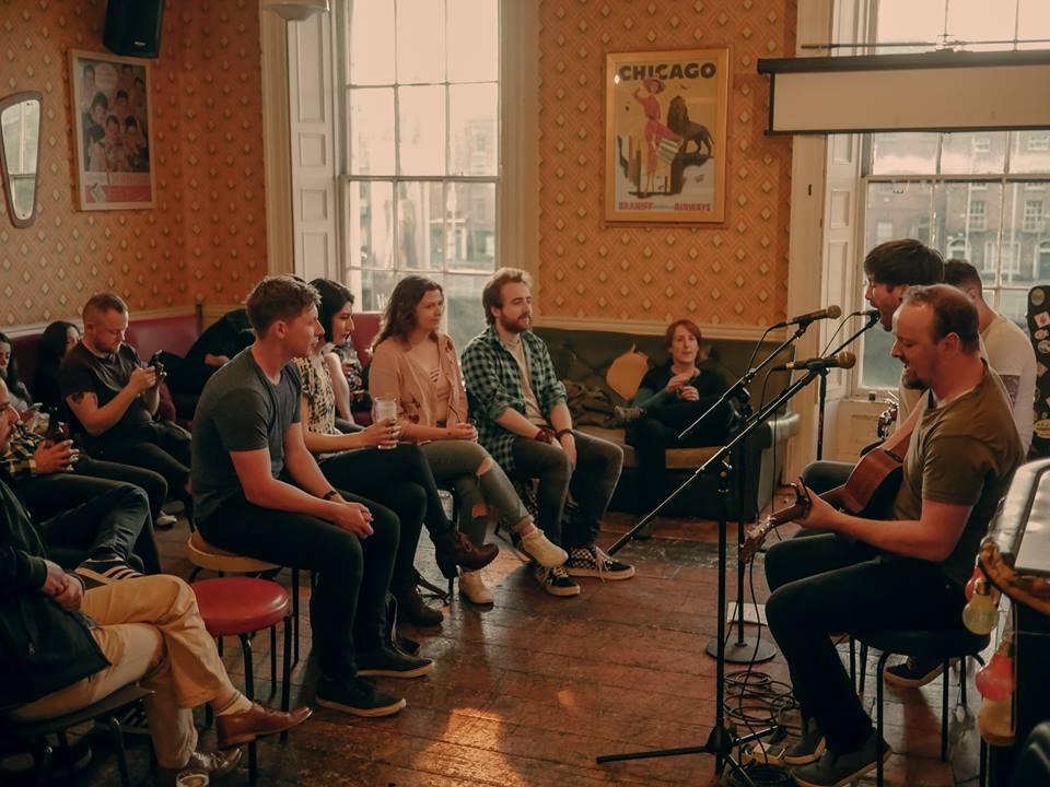 Versive Acoustic Show