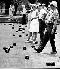 Photo of people lawn bowling in Guelph 1975.
