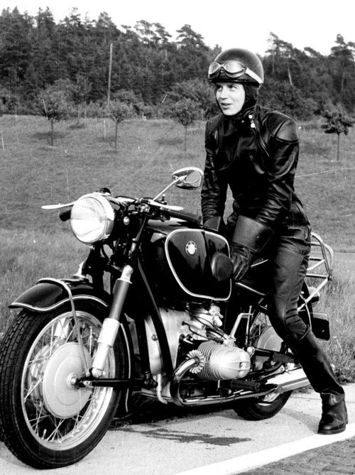 e51f2a1f0b0e16ae66ab2ee039a1f072--women-riding-motorcycles-old-motorcycles