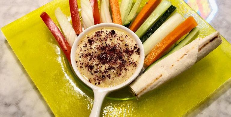 Хумус с овощными стиками