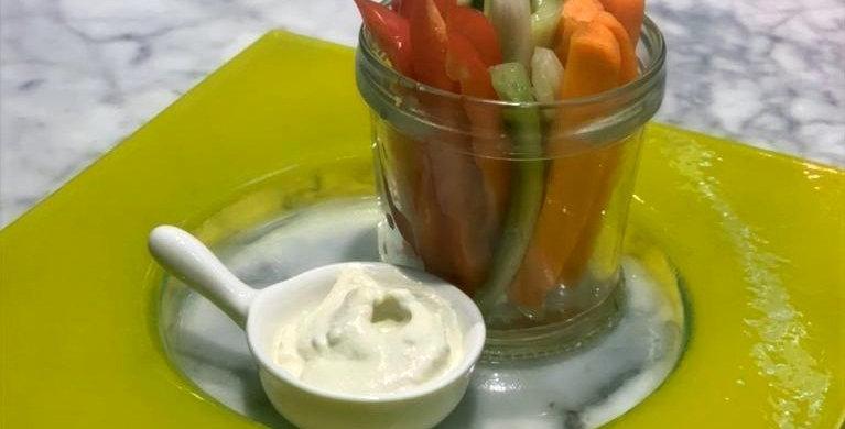 Овощные стики с соусом блю-чиз