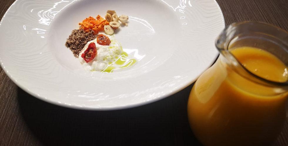 Суп тыквенный со страчателлой, фундуком и креветкой