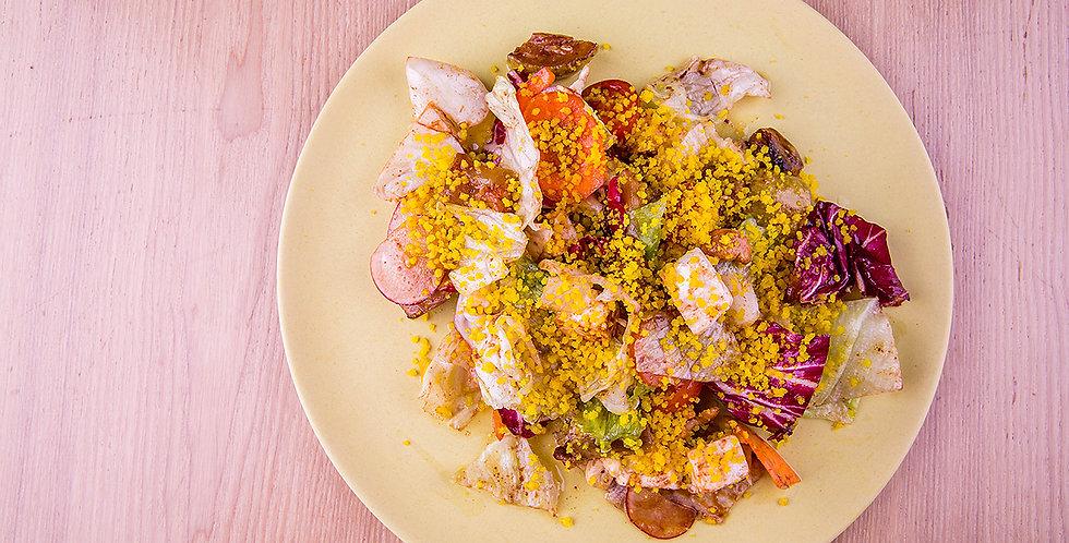 Салат с курицей, фетой и виноградом